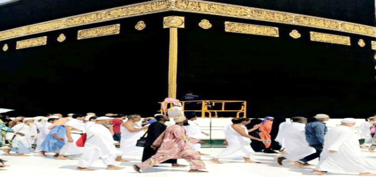 New Kiswa adorns Kaaba