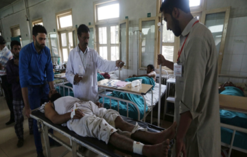 Shining stars of Kashmir – volunteers help the injured and needy