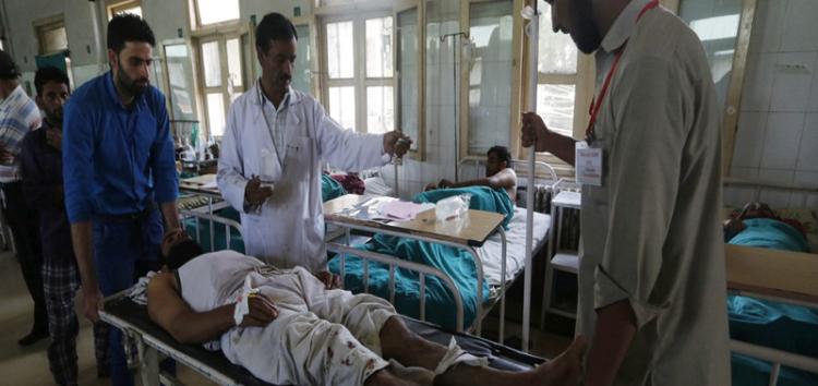 Shining stars of Kashmir – volunteers help the injured and needy
