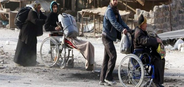 Syria's war: Up to 20,000 flee as government advances