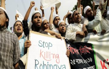 Bangladesh refuses Rohingya fleeing 'ethnic cleansing