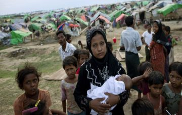 Violence in Myanmar forces hundreds of Rohingya Muslims fleeing to Bangladesh