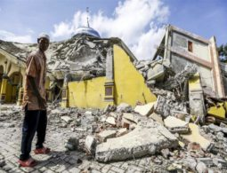 Scores killed in Indonesian earthquake