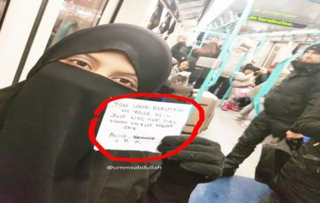 Woman Wearing Niqab Receives Unexpected Note From Stranger on a Train