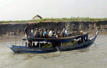 22,000 Rohingya 'flee Myanmar to Bangladesh' in a week