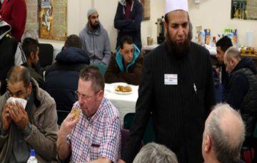 UK Muslims open doors to fight bigotry#VisitMyMosque