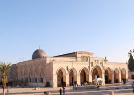 Al-Aqsa Guards Stops Israelis from Stealing Ancient Monuments in Occupied Jerusalem