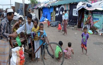 Myanmar: Rohingya Muslim mothers flee army crackdown