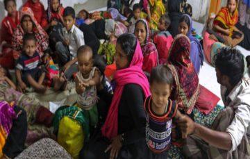 Cyclone Mora hits Bangladesh: At least 350,000 evacuated