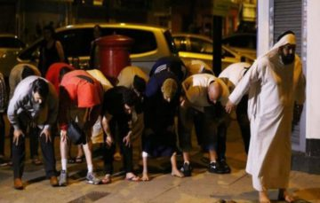 Muslims react to Finsbury Park mosque attack with prayer