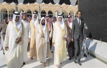 Mecca governor washes the Kaaba on behalf of Saudi King Salman