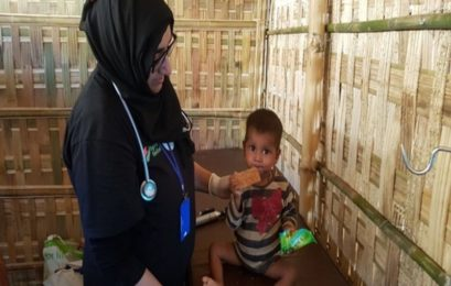 Syrian surgeon leads team of doctors in Bangladesh to treat Rohingyas