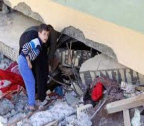 Anxious quake survivors complain of slow aid effort, battle freezing weather