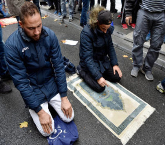 French authorities to 'prevent' Muslim street prayers, say it is an unacceptable use of public space