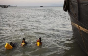 Desperate Rohingya Boy who can't swim, floats 4km to Bangladesh