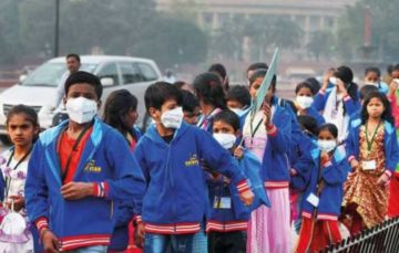 Indian minister tells citizens not to panic as smog crisis deepens
