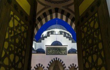 Imams help man who vandalised mosque