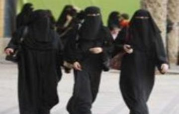 Senior Saudi scholar says women 'shouldn't be forced to wear abaya'