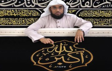 Meet Mokhtar Alim Shaqdar,the official calligrapher of the Kaaba's kiswa