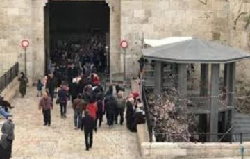 Israel turns Damascus Gate into a military camp ahead of Ramadaan