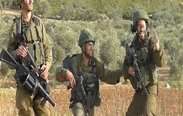 Disturbing footage shows Israeli soldiers gloat & cheer as they shoot Palestinian protesters