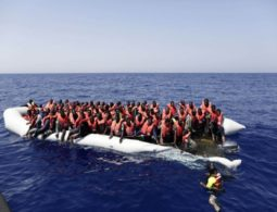 More than 300 immigrants rescued of Libyan coast