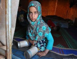 Little refugee girl who uses metal cans to replace her legs draws attention to plight of displaced Syrians
