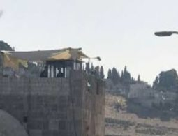 Israeli Police set up watchtower at entrance to Masjid Al-Aqsa