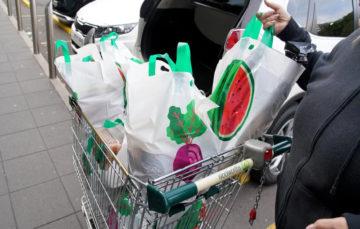 'Bag rage' as Australia supermarkets impose plastic ban