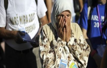Bosnia: Thousands march to honor Srebrenica victims