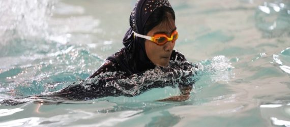 Mayor apologizes after Muslim swimmers forced out of city pool over 'cotton rule'