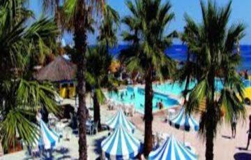 Tunisian hotels block burkini clad women from accessing pools