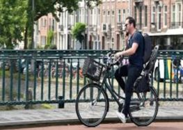 The Netherlands wants to ban the use of phones on bicycles