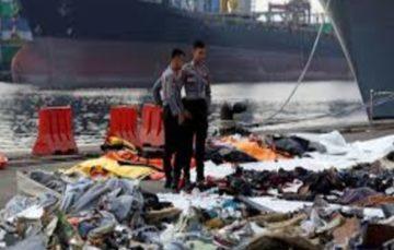 Indonesian divers retrieve black box of Lion Air crash