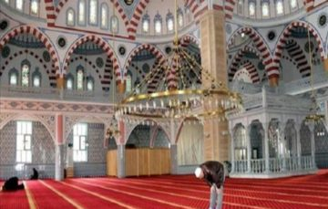 China seals 3 mosques in southern province