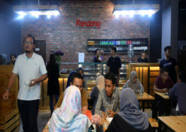 Ramadan police: Malaysian officials disguise as waiters to catch Muslims who skip fasting