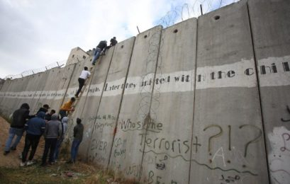 Israel builds new barricade around Gaza Strip
