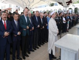 President Erdogan attends prayer, denounces the Egyptian authorities for burying Morsi discreetly