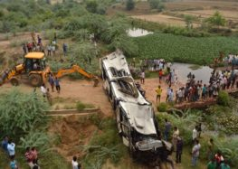 29 killed in bus crash on Indian expressway