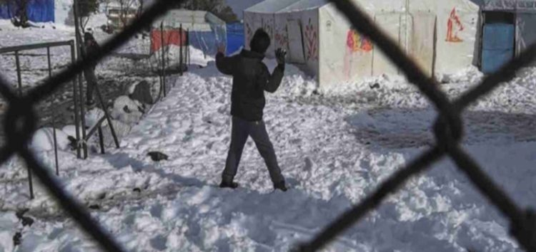 Snow in Syria crushes refugee tents, cuts off food supplies #SyriaWar