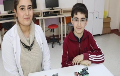 Turkish teen develops device to help visually impaired