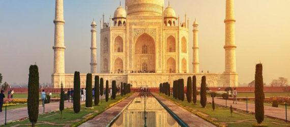 Taj Mahal's mosque closed for prayers except on Fridays