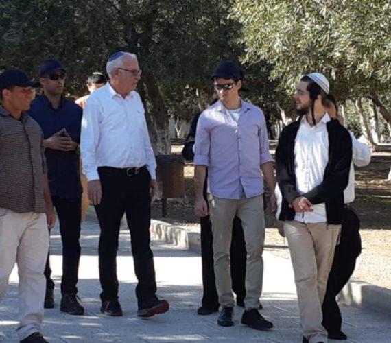 Israeli minister storms Al-Aqsa Mosque compound