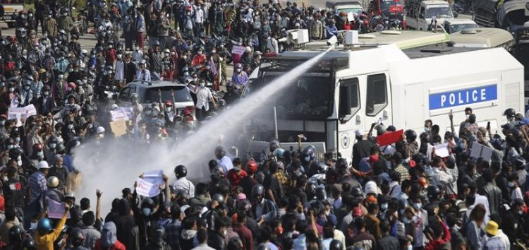 Water cannon used on Myanmar protestors